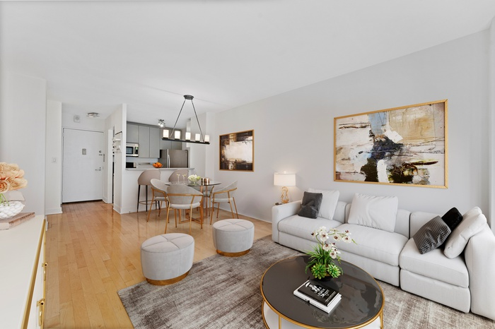 South facing 1 bed with Balcony in Upper East Side